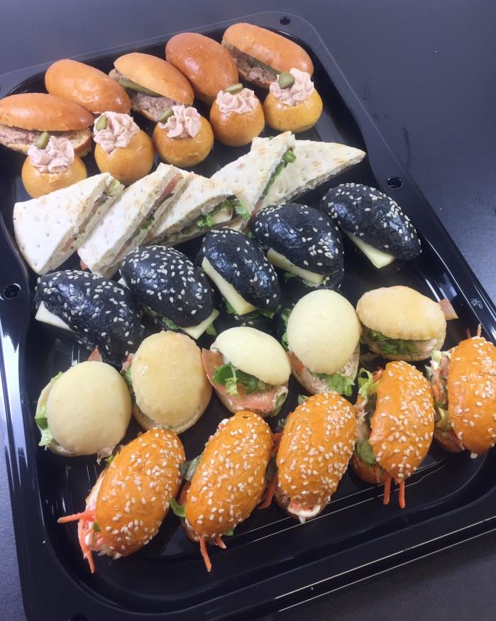 Le plateau de 30 mini sandwiches